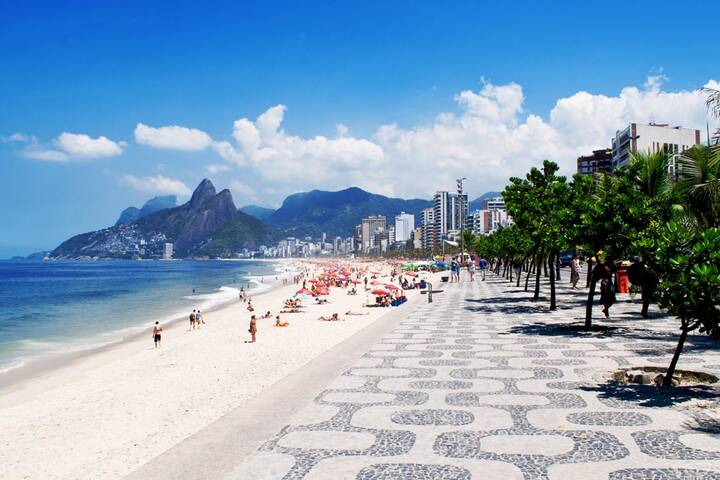 strand von ipanema in rio de janeiro brasilien. Black Bedroom Furniture Sets. Home Design Ideas
